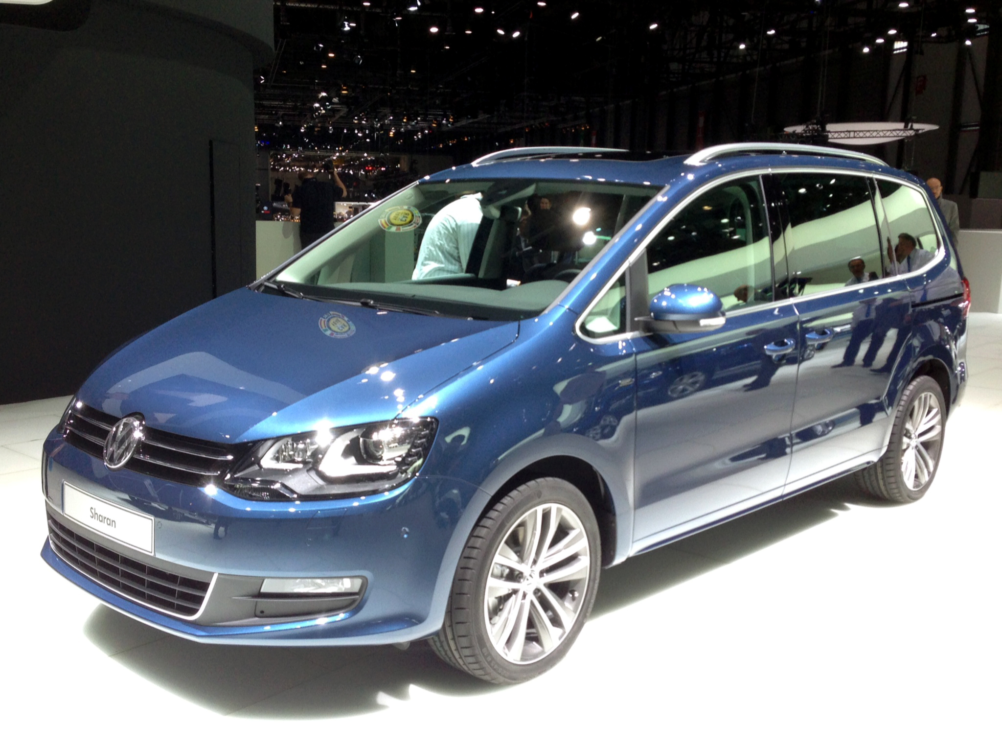 volkswagen-sharan-2015-wallpaper-1
